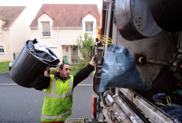 How much does a garbage man make?