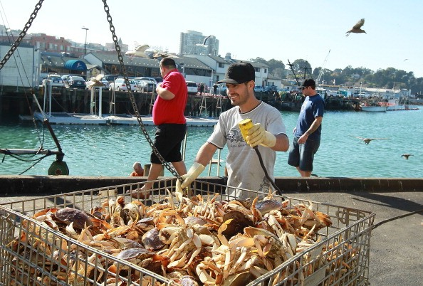 How much does a crab fisherman make?