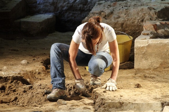 How much does an Archaeologist make?