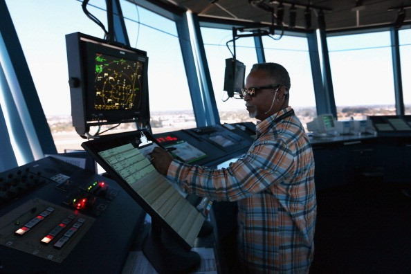 How much does an air traffic controller make?