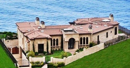 Donald Trump Sold his mansion in Palos Verdes, California for $7 million, taking a $5 million loss