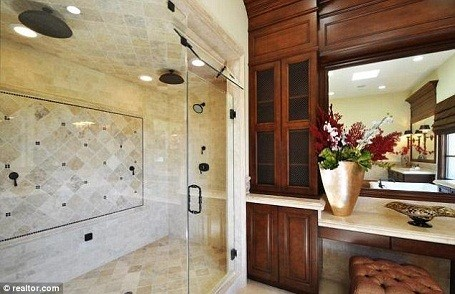 Donald Trump's bathroom in his Palos Verdes, California mansion