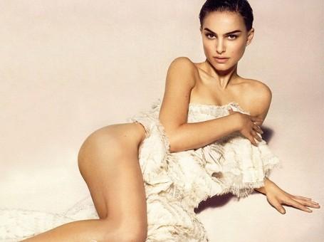 Natalie Portman posing nude on a rug