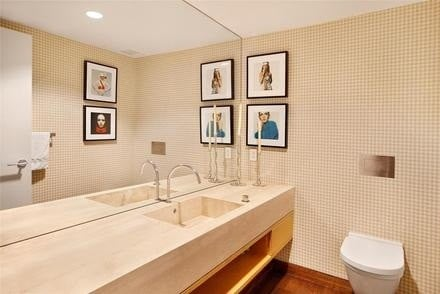 A Bathroom in Jennifer Aniston's Gramercy Park condo in Manhattan, New York City