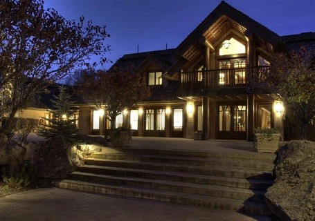 Bruce Willis is selling his ski home in Idaho.