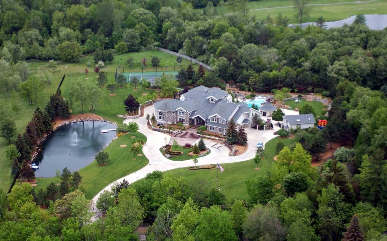 Amazing aerial photos of rapper mansions celebrity net worth for Amazing mansions
