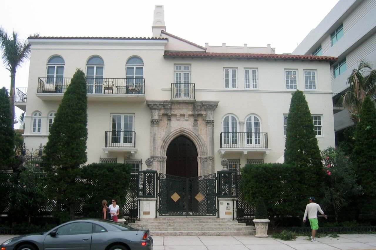 Gianni versace 39 s house for A mansion house