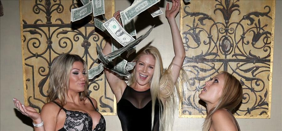 Hot Girls Making it Rain