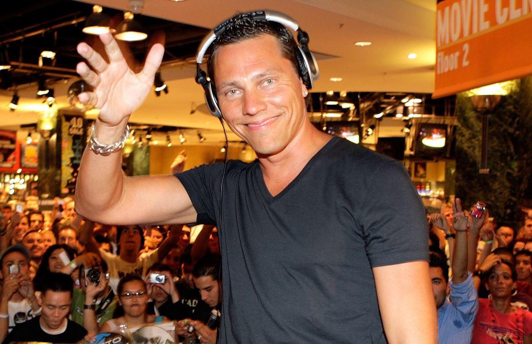 DJ Tiesto Waving