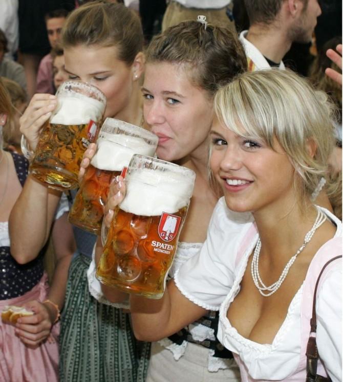 Sexy German Girls Oktoberfest