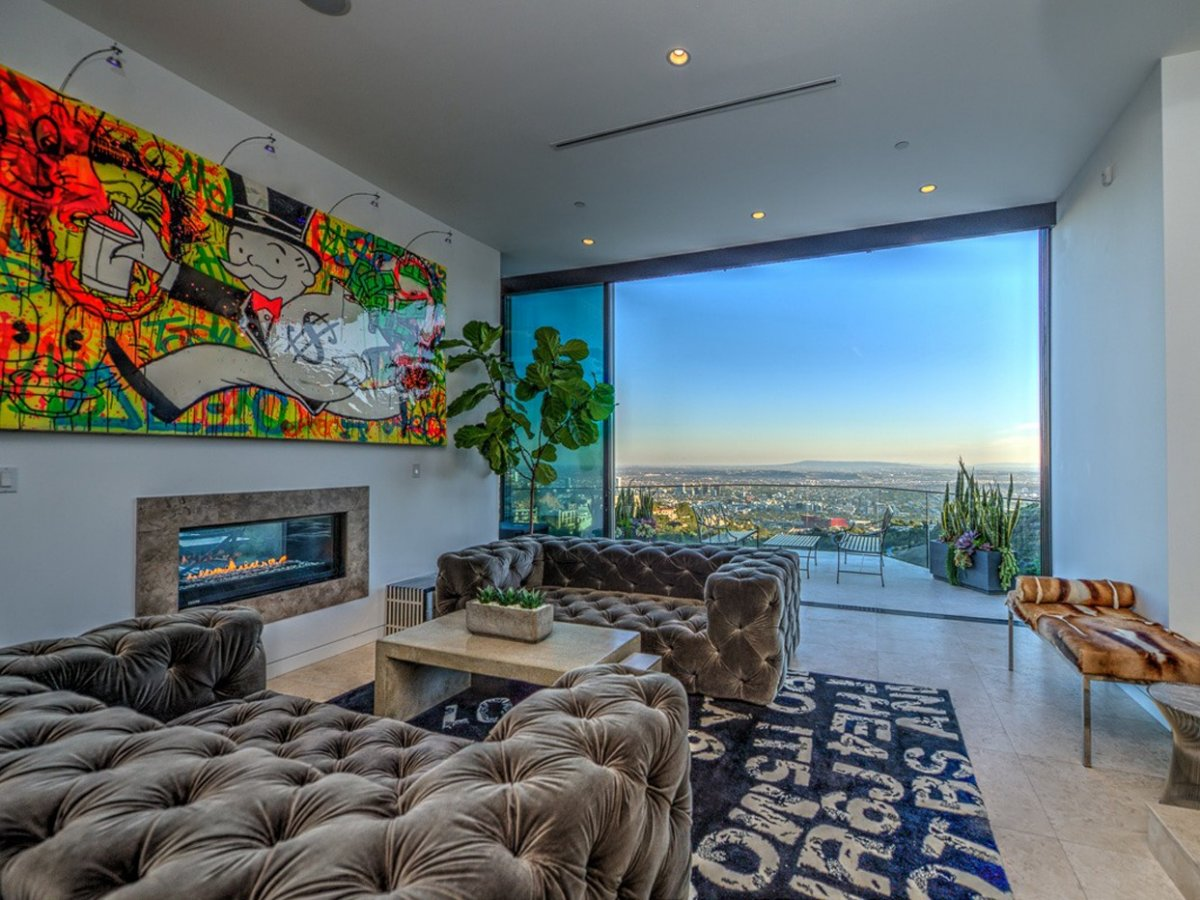 marons-house-is-set-on-a-lot-overlooking-los-angeles-in-the-hollywood-hills