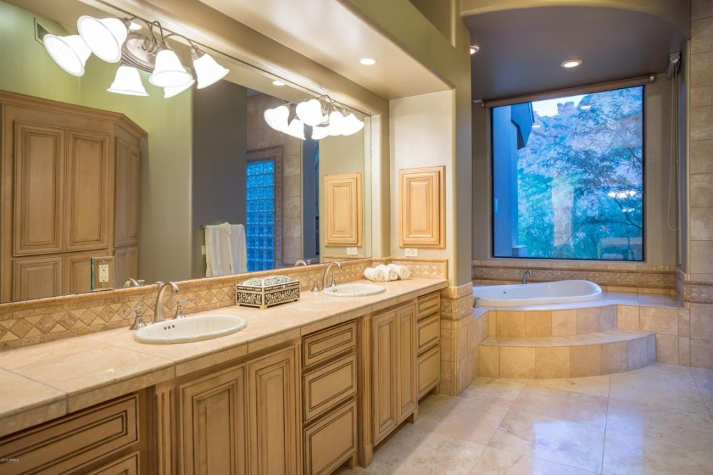 Alicia-Keys-master-bath-1e9c2d-1024x683