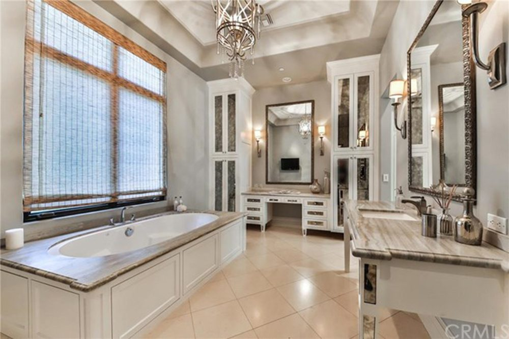 Britney-Spears-Home-For-Sale-In-Thousand-Oaks-CA-Bathroom