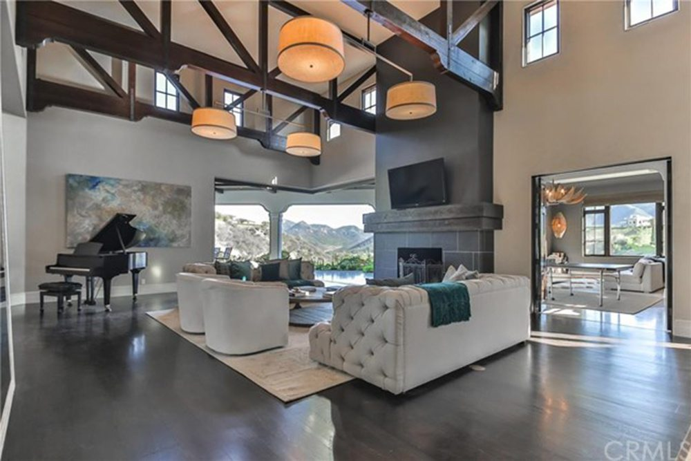 Britney-Spears-Home-For-Sale-In-Thousand-Oaks-CA-Living-Room