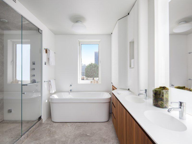 Keith-Richards-bathroom-700146