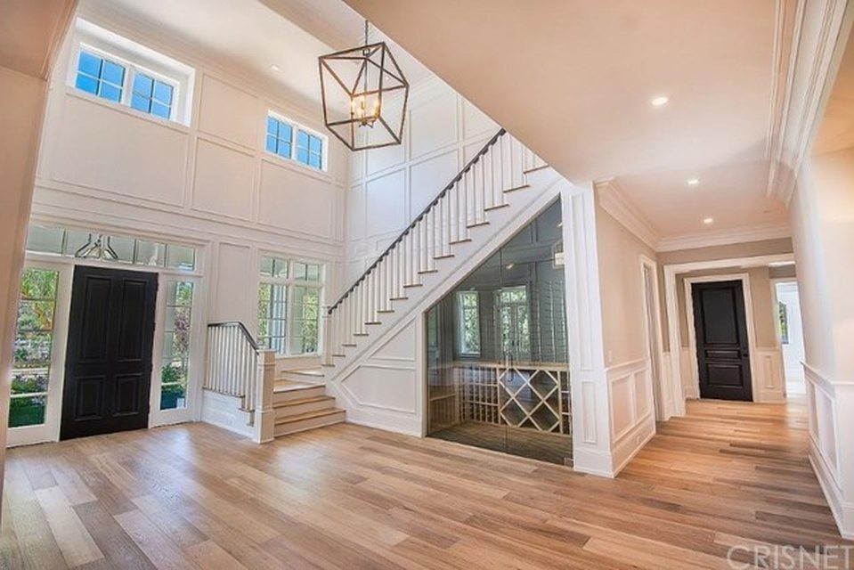Kylie jenner buys a 6m house a peek inside the a list for Home inside pictures