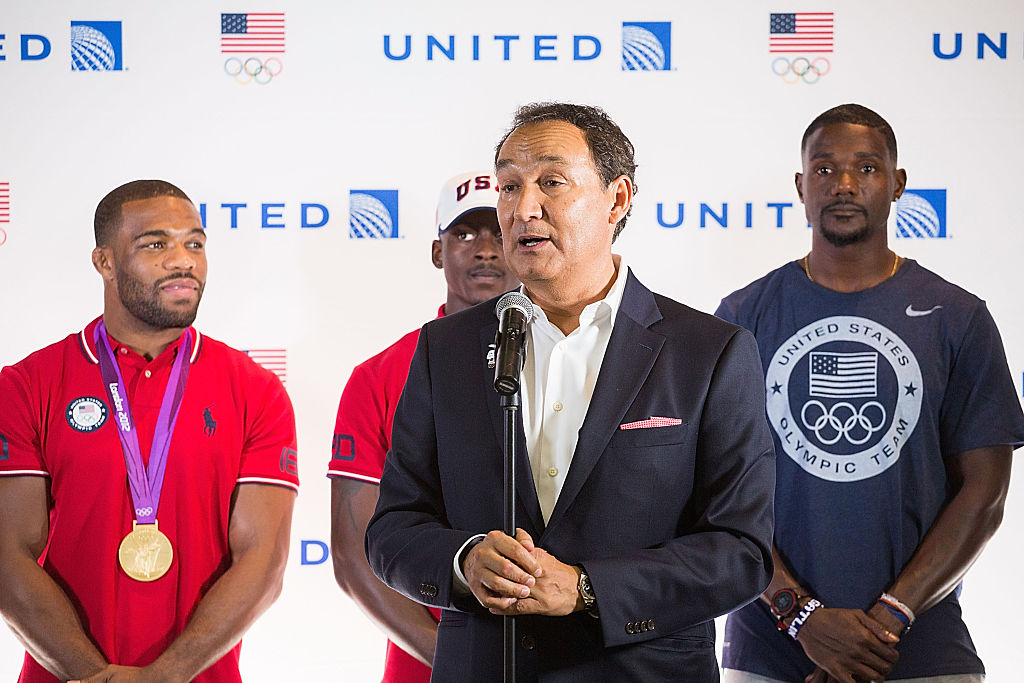 United misses deadline to answer senators on dragging