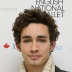 Robert Sheehan Net Worth