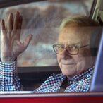Anonymous Bidder Pays $2.68M For Lunch With Warren Buffett