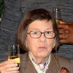 Linda Hunt Net Worth