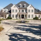 Kelly Clarkson's Tennessee Mansion Gets A $1.25M Price Cut