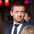 "Jeremy Renner Says COVID-19 Has Reduced His Income To ""Less Than Zero"""