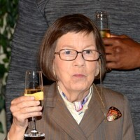 Linda Hunt Net Worth