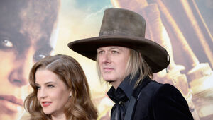 Thumbnail for Lisa Marie Presley Splits With Husband And Guitarist Michael Lockwood