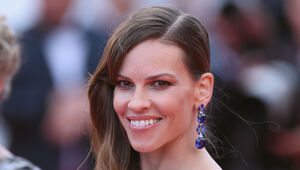 Thumbnail for Hilary Swank Shows Us That Hollywood Isn't Immune To The Gender Wage Gap Issue