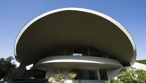 Thumbnail for Billionaire Ron Burkle Buys Bob Hope's Desert Retreat For $13 Million