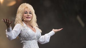 Thumbnail for Dolly Parton Sets Up Fund For Tennessee Wildfire Victims