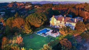 Thumbnail for Jessica Alba Snags $10 Million Beverly Hills Mansion
