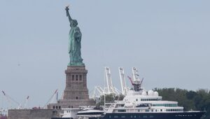 Thumbnail for Oil Billionaire Eugene Shvidler Angers Many By Parking His Huge Yacht In Front Of The Statue Of Liberty