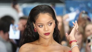 Thumbnail for Snapchat Stock Plunged $800M After Rihanna's Response To Their Offensive Ad
