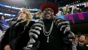 Thumbnail for Floyd Mayweather Spends $5.3 Million In Jewelry Shopping Spree