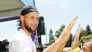 Thumbnail for Stephen Curry Pays $31 Million For Atherton Mansion
