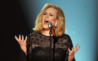 """Adele's """"25"""" On Pace To Become Fastest-Selling Album In U.S. History"""