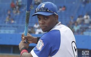 Dodgers Give 18-Year-Old Cuban Prospect Yusniel Diaz $15.5 Million Bonus