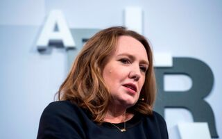 "Paula Hawkins Had To Borrow Money To Write ""Girl On The Train"" Last Year She Made $53,000 PER DAY"