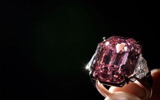 "The 19 Carat ""Pink Legacy"" Diamond Could Sell For $50 Million"