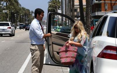 Jessica Simpson's Car:  More Babies Equals More Cars