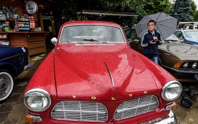 Billionaires Who Drive Cheap Cars