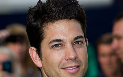 Adam Garcia Net Worth