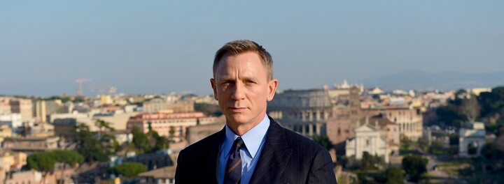 Could You Turn Down $50 Million To Use A Cell Phone? Daniel Craig Did...