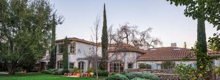 Former Star Trek Actress Jeri Ryan Lists Southern California Home For $6.999 Million