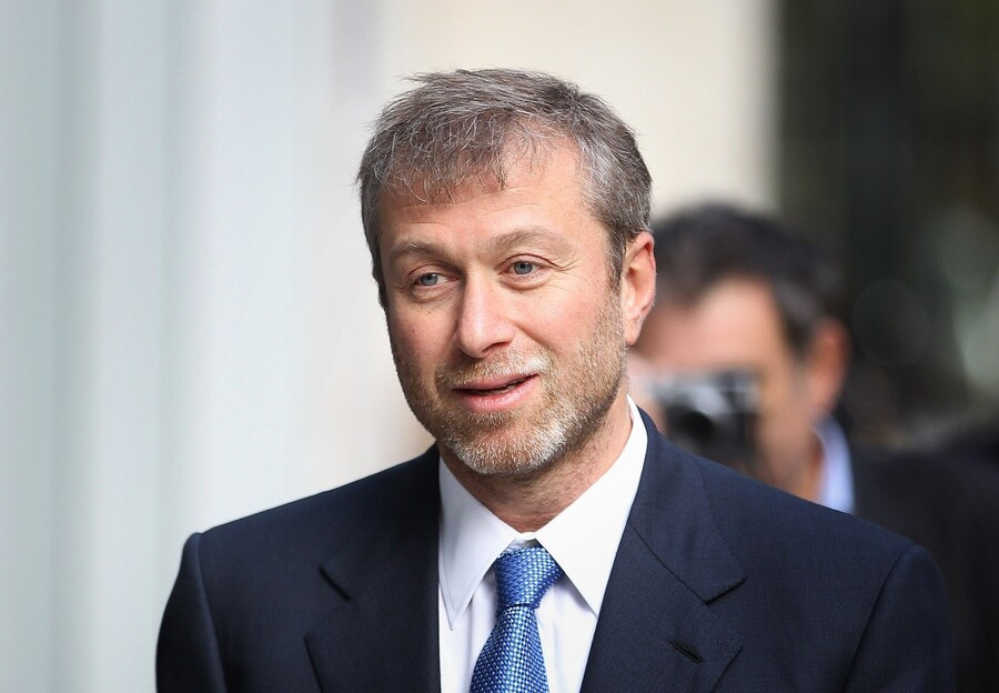 LONDON, ENGLAND - NOVEMBER 02:  Businessman and Chelsea Football Club owner Roman Abramovich arrives at The High Court on November 2, 2011 in London, England. Russian businessman Boris Berezovsky is alleging a breach of contract over businnes deals with Mr Abramovich and is claiming more than £3.2bn in damages.  (Photo by Peter Macdiarmid/Getty Images)
