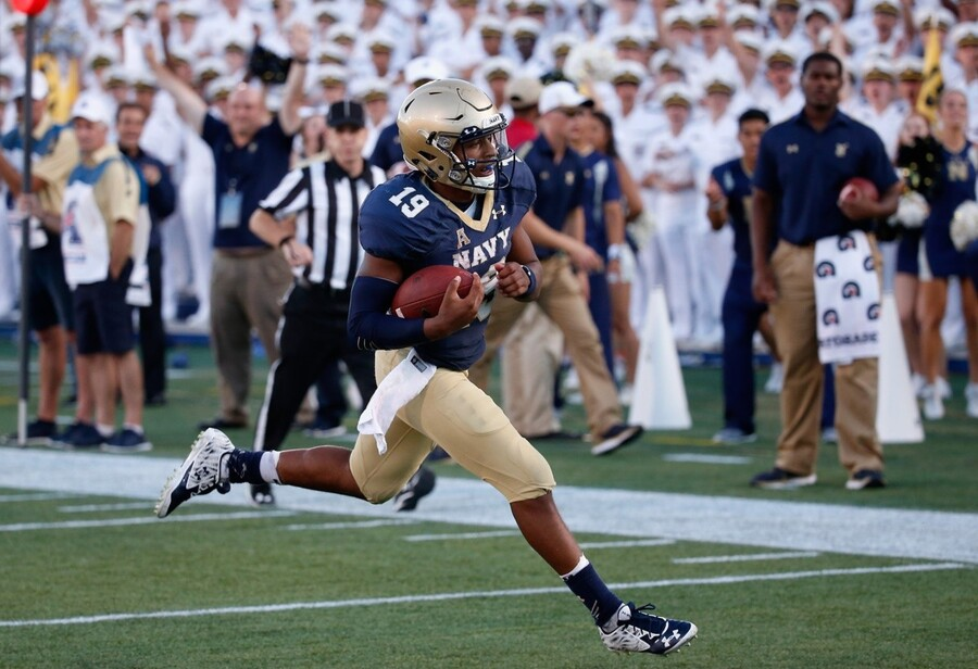 ANNAPOLIS, MD - SEPTEMBER 19: Keenan Reynolds #19 of the Navy Midshipmen rushes for his fifth touchdown in the fourth quarter against the East Carolina Pirates during their 45-21 win on September 19, 2015 in Annapolis, Maryland. (Photo by Rob Carr/Getty Images)