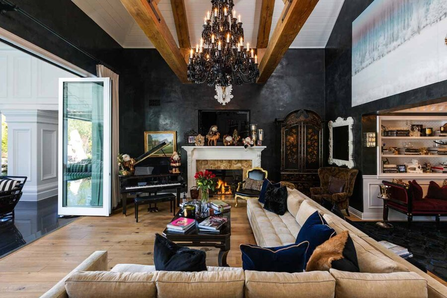 its-decorated-to-feel-luxe-but-not-overbearing-with-modern-design-elements-mixed-with-more-traditional-pieces