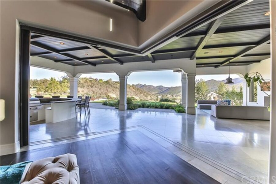 Britney-Spears-Home-For-Sale-In-Thousand-Oaks-CA-Patio