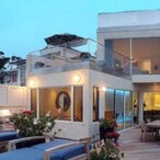 Jim Carrey's House:  The Comedian Sells His Malibu Mansion at a $5 Mil Loss